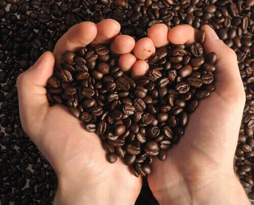 bir avuç kalp kahve