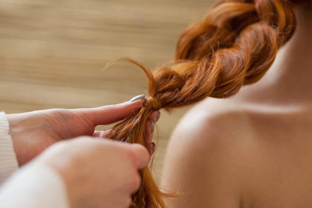 örgülü turuncu saç