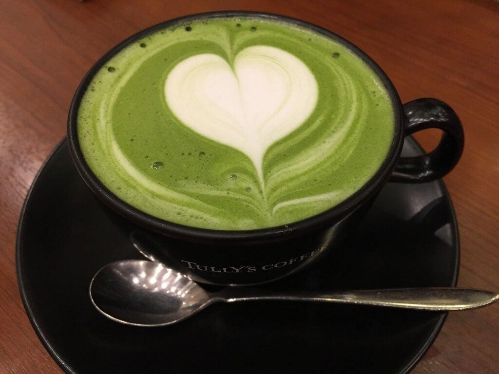 kalp köpüklü yeşil çay