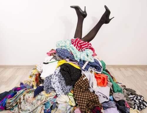 Kıyafetleri Düzenlemek İçin 3 Etkili Yöntem