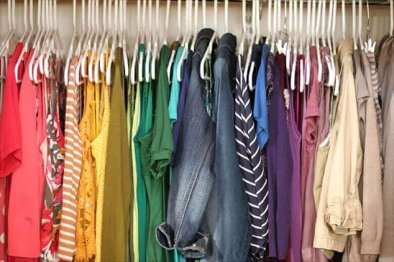 farklı renkteki kıyafetler