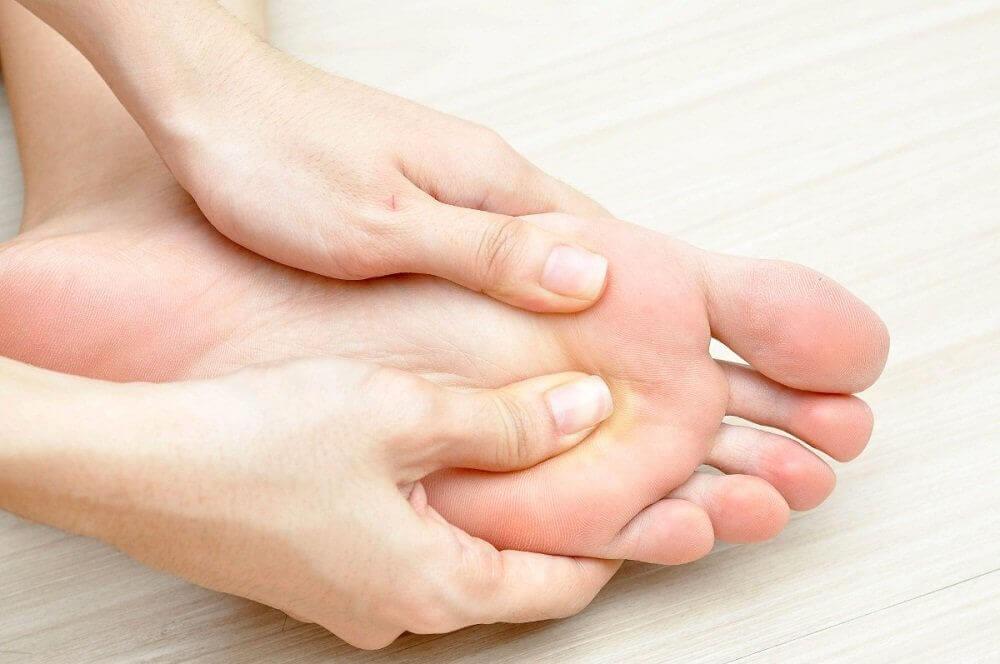 ayağın elle kontrol edilmesi