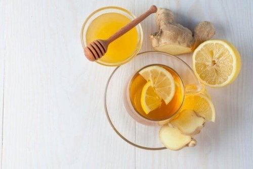 öksürük için ballı zencefil çayı