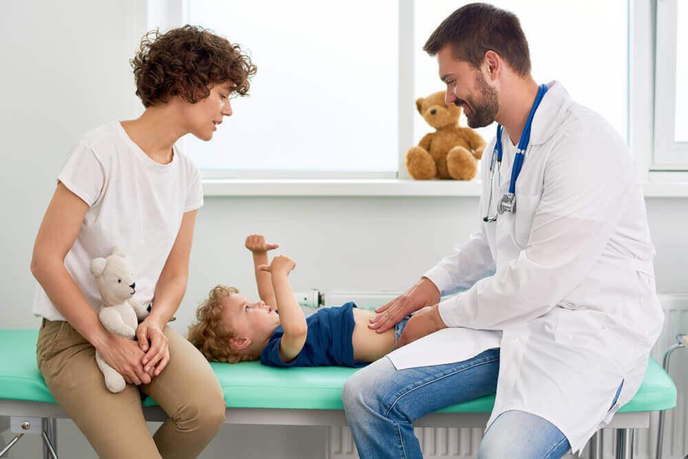 çocuk doktoru anne ve çocuk