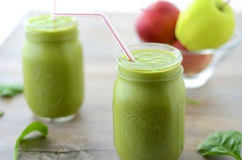 elma suyu ve elmalar