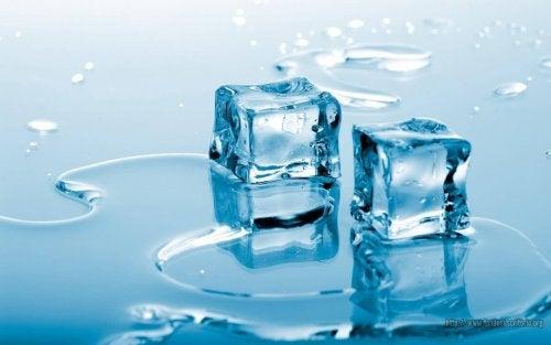 eriyen buz küpleri