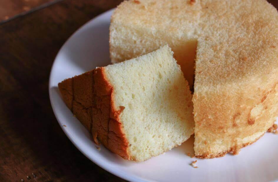 kesilmiş beyaz kek