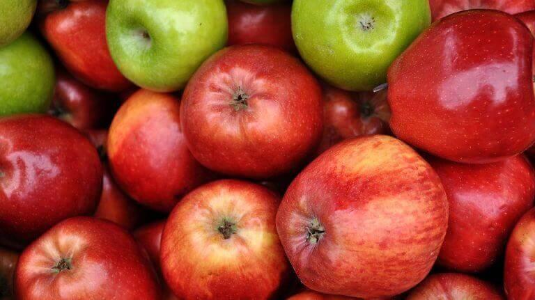 kırmızı ve yeşil elmalar