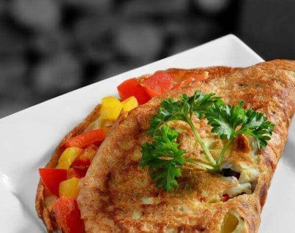 sebzeli omlet üzerinde maydanoz