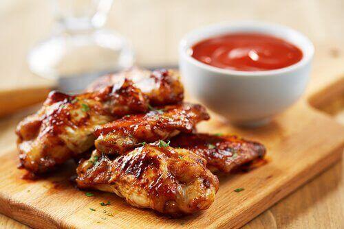 tavuk kanat ve sos