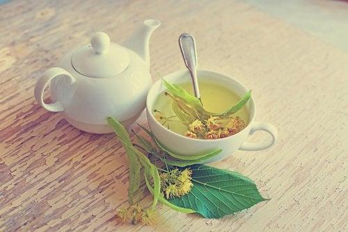 menopozda sıcak basması için ıhlamur çayı