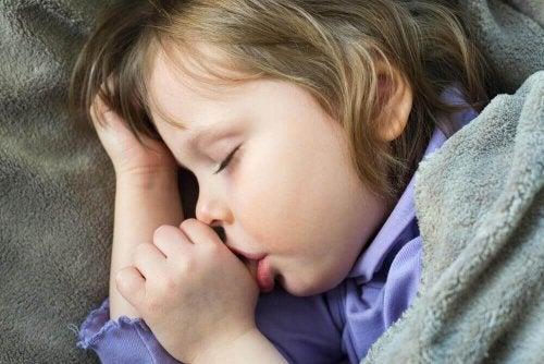 Çocuklarda Parmak Emme Alışkanlığı Nasıl Durdurulur?