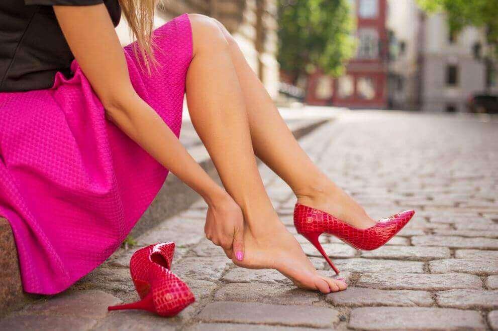 Yeni Ayakkabıların Ayaklarınızı Acıtmasını Önlemenin 5 Yolu