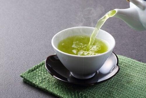 yeşil çay ve beyaz demlik