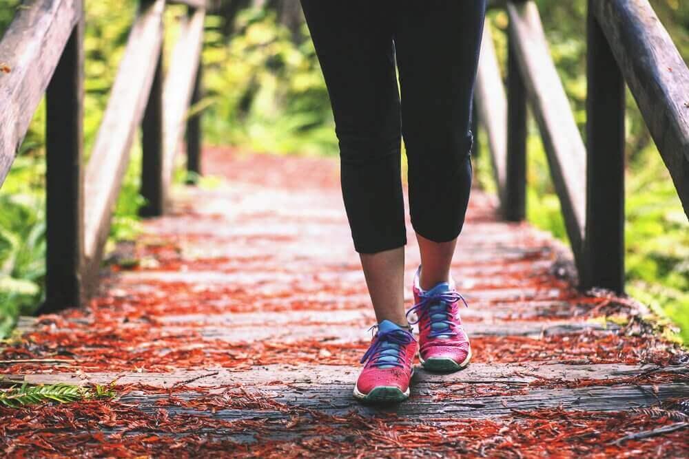 yürüyüş yapmak kuru topuklar için iyidir