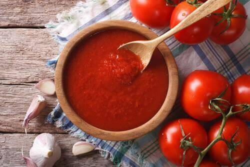 bir kase domates sosu