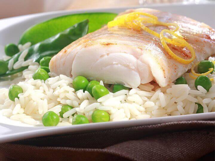 Pilav üstü balık