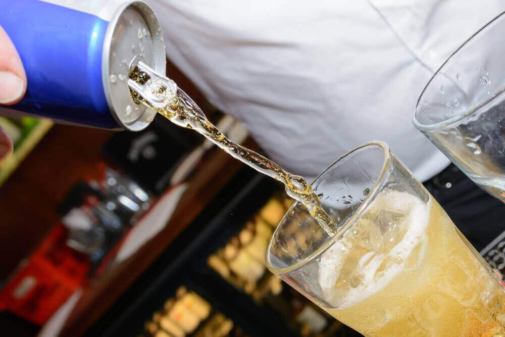 enerji içeceği ve alkol karışımı içecek
