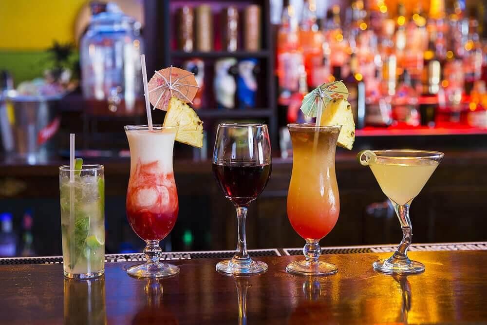 bardaki değişik türde alkoller