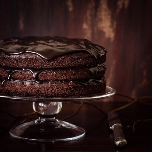 bir dilim çikolatalı kek