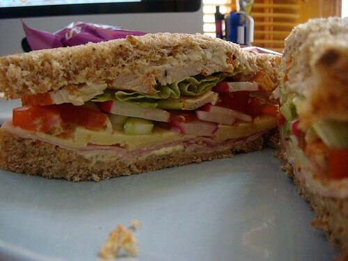 domatesli marullu sandviç