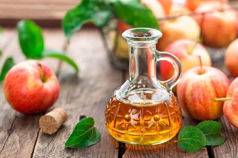 eklem iltihabı şişedeki elma sirkesi
