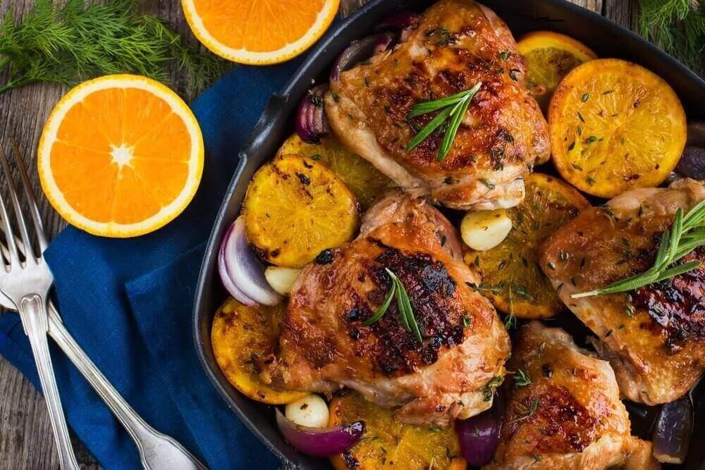 Lezzetli Portakal ve Biberiyeli Fırında Tavuk