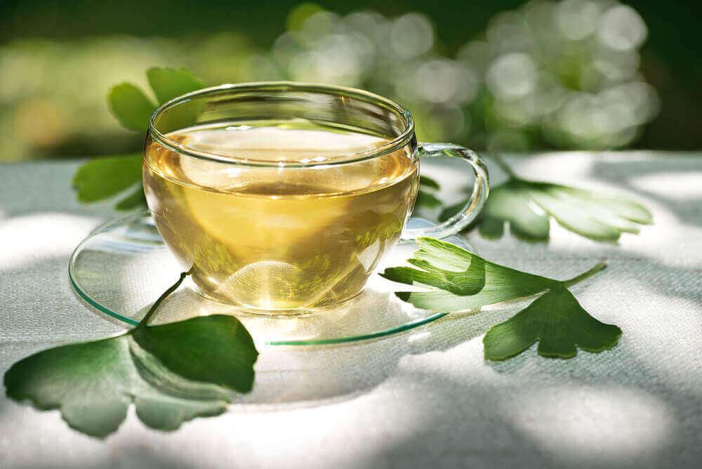 çay ve yaprakları