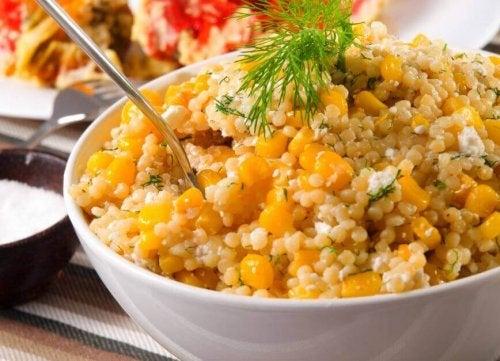kinoalı mısırlı lezzetli salata tarifi