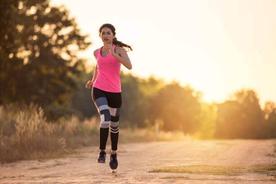 koşu yapan kız