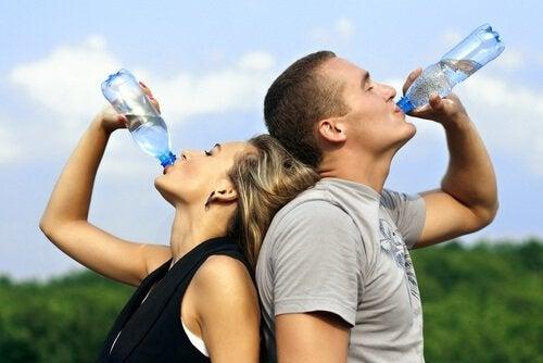 su içen çift