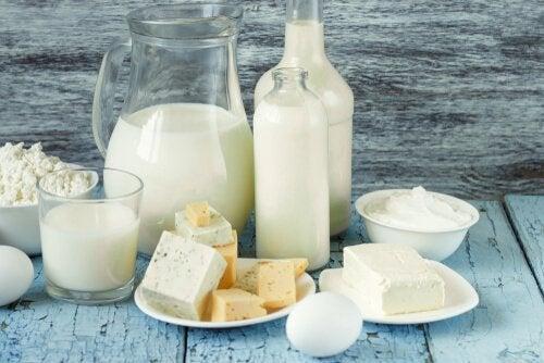 süt ürünleri ve şişeler