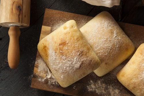 tam tahıllı kahverengi ekmek