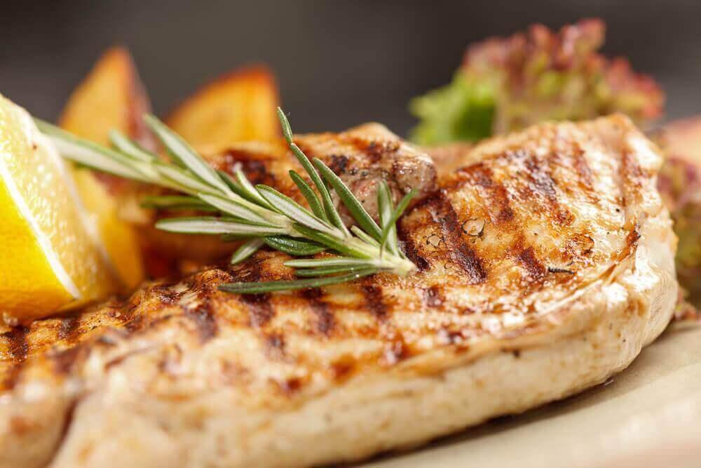 Tavuk Göğsü Pişirmenin 3 Sağlıklı Yolu