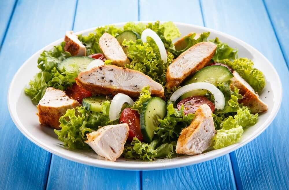 aperatif tavuklu salata