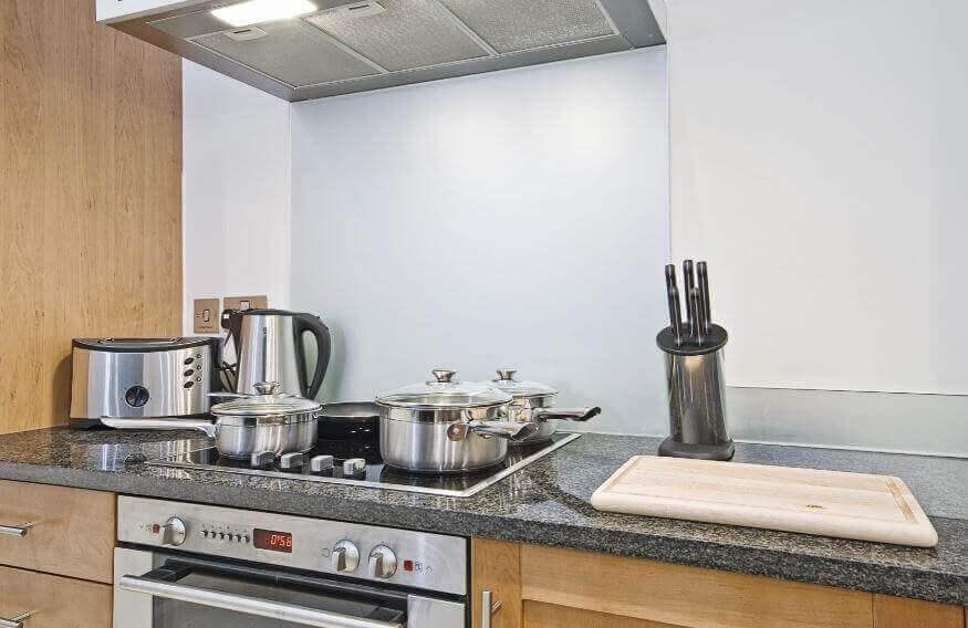 Mutfak Tezgahındaki Yağlardan Kurtulmak İçin 6 Doğal Ürün