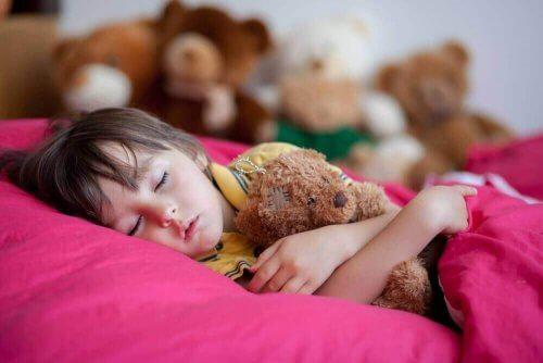 Geç Yatmak Çocuklar İçin Neden Kötüdür? İşte 4 Sebebi