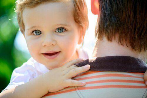 omuzdan baka bebek