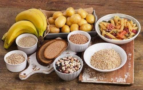 çeşitli yiyecekler karbonhidrat meyve