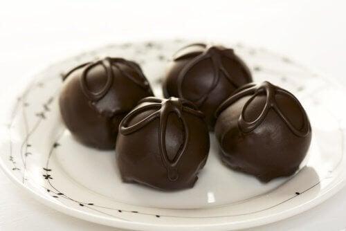 Kolay Çikolatalı Trüf Tarifleri