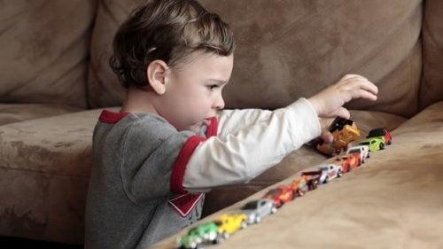 çocuk ve oyuncaklar
