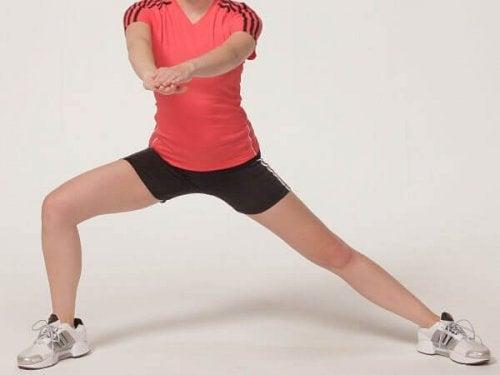 sıkı kalça ve bacaklar için lunge hareketi