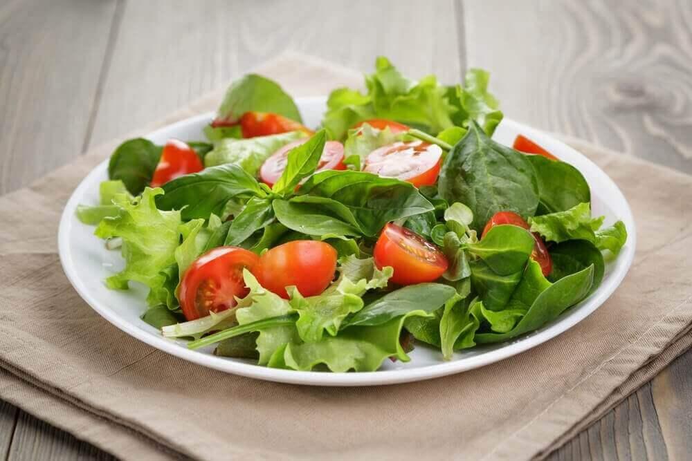Karaciğer Detoks Diyeti yeşil salata