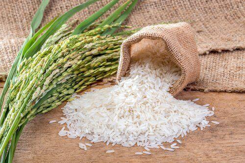 minik çuvalda pirinç