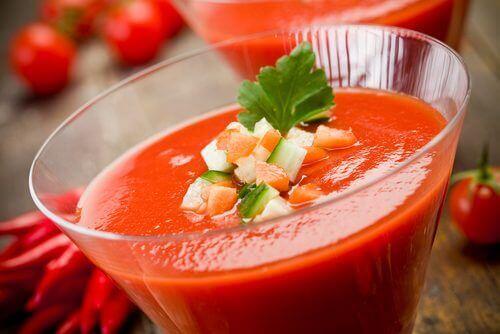 Düşük Kalorili Akşam Yemeği domates çorbası