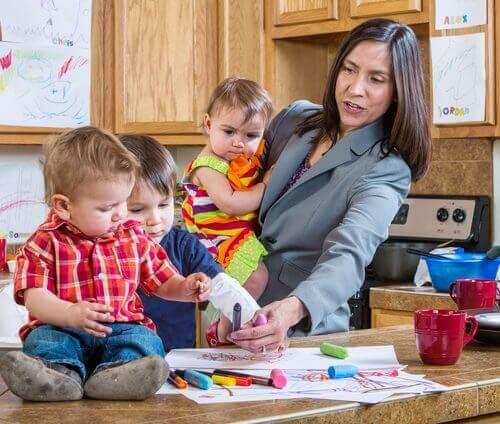 üç çocuk bir anne