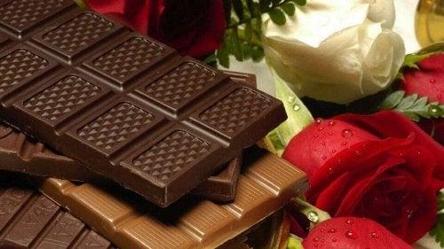 çikolata kırmızı ve beyaz gül