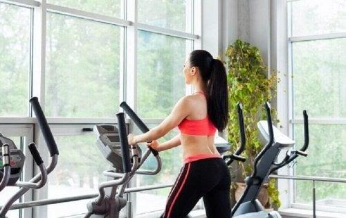 koşu bandında kadın sağlıklı alışkanlıklar