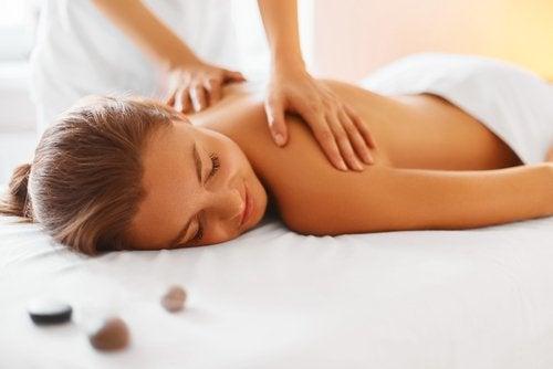 masaj yaptıran kadın