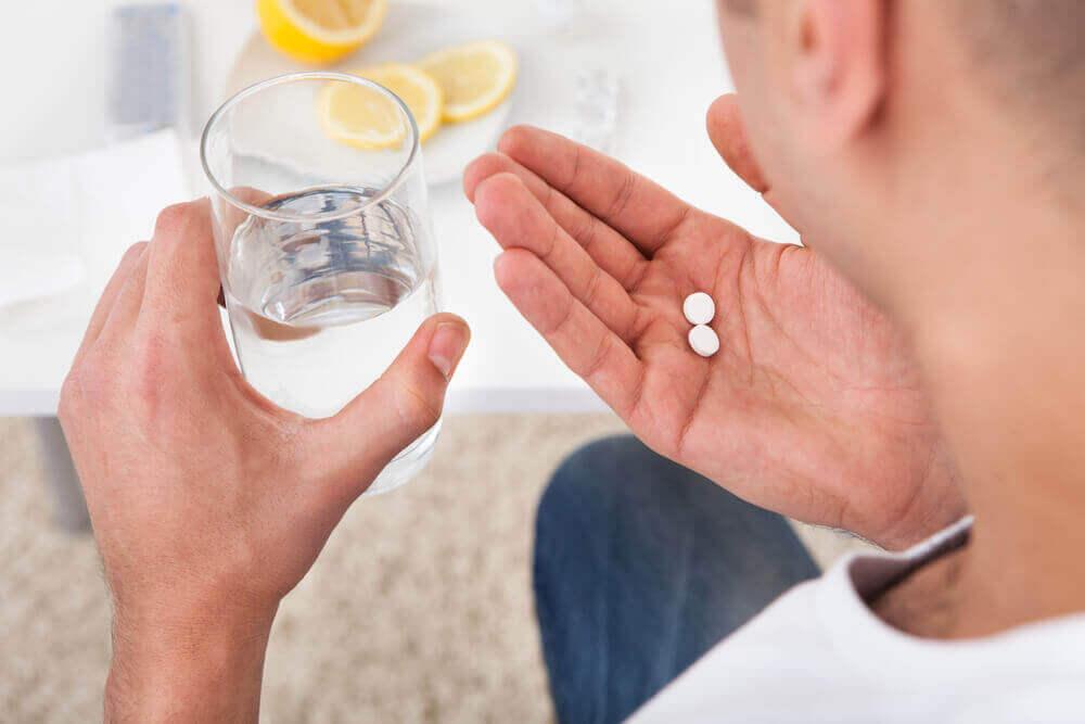 ilaç içen adam